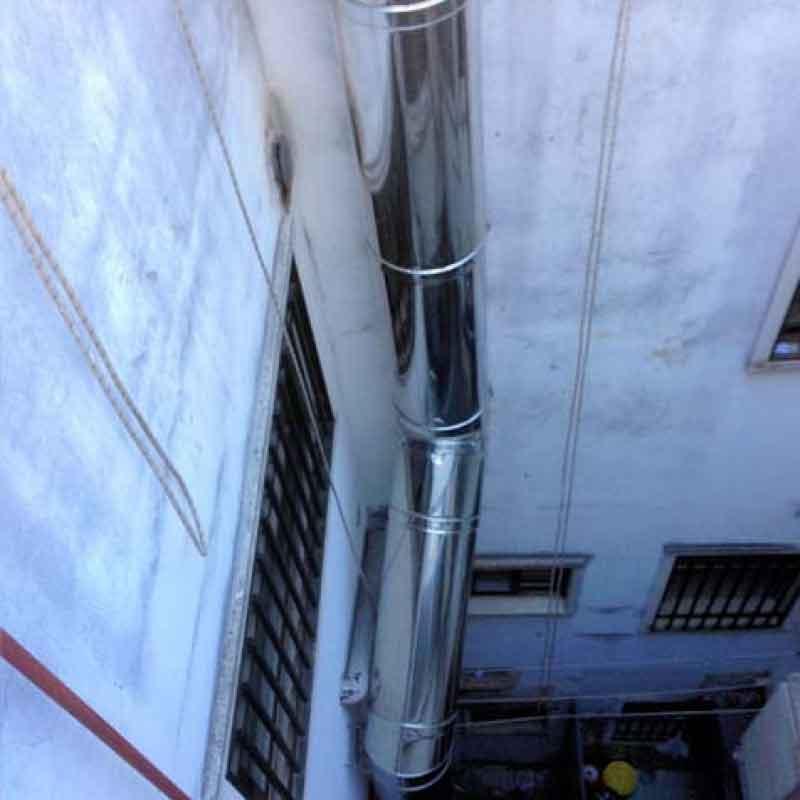 Colocación de conductos de extracción en edificio