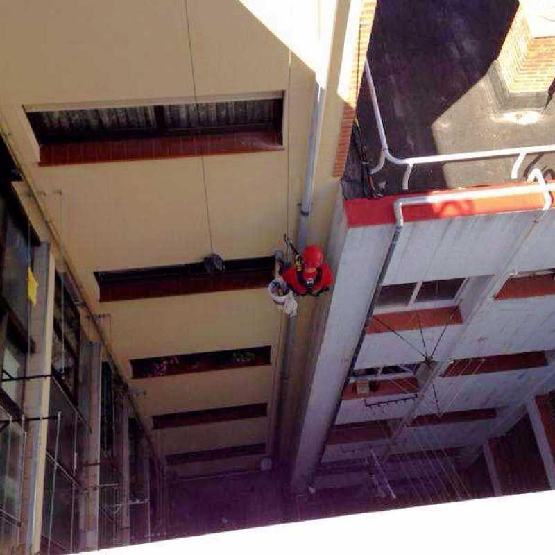 Reparación de bajante en edificio