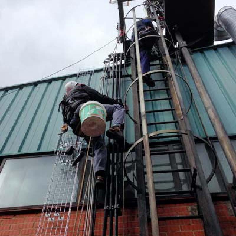 Instalación de fibra óptica en altura