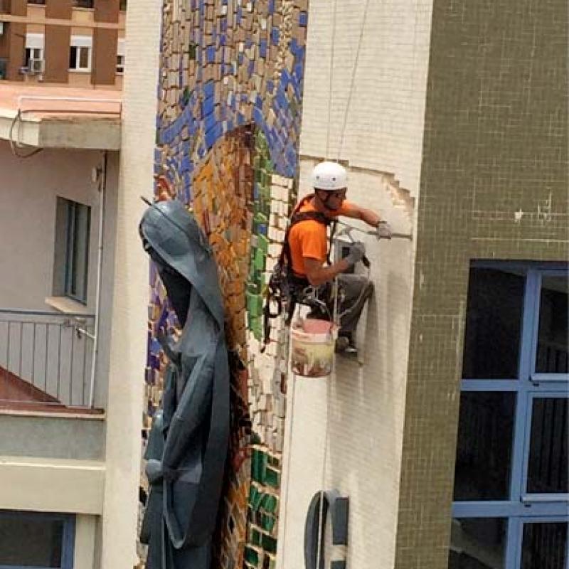 Reparación en fachada de gresite